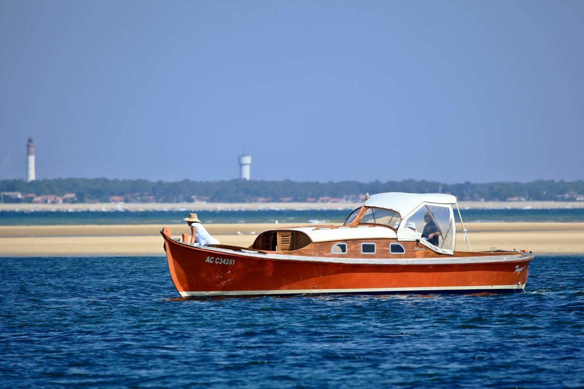 [Image: 1-cabanes-tchanquees-bateau-bassin-arcachon-j2.jpg]