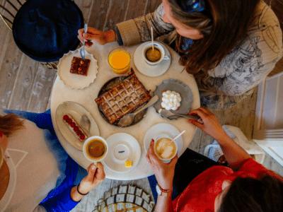 Pause gourmande entre filles à la pâtisserie du Cap Ferret