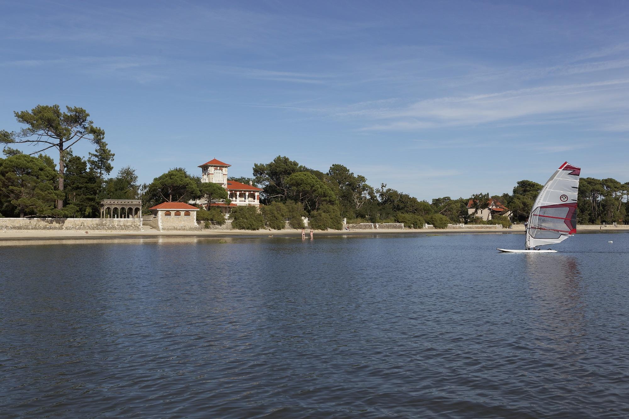 Les belles villas de taussat les bains bassin d arcachon for Les belles villas