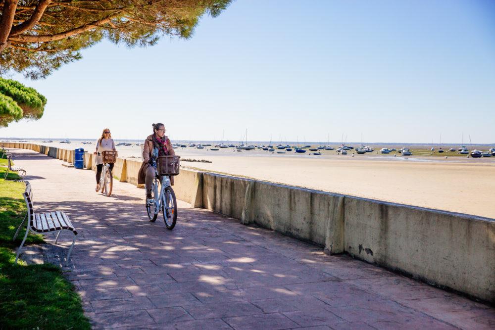 Vélo à Andernos le long des pistes cyclables