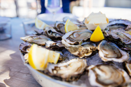 Déguster des huîtres à Arès